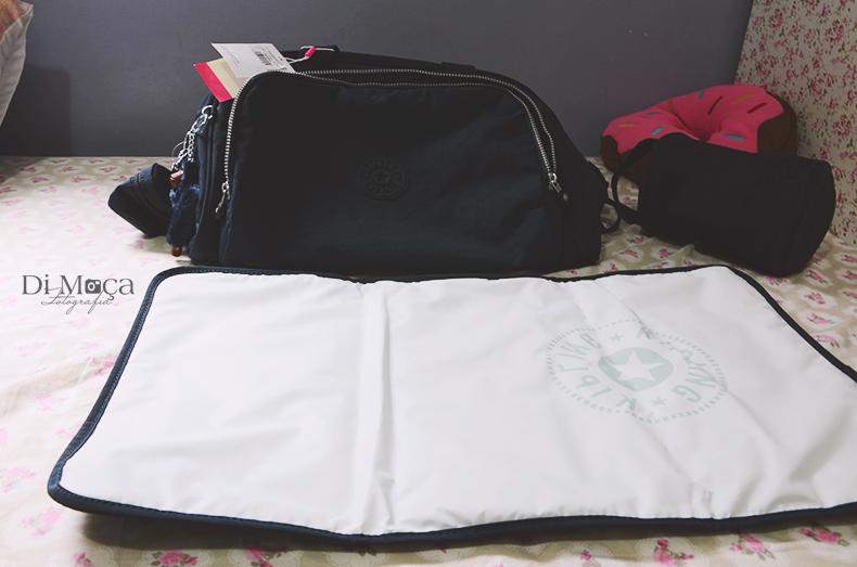 db33dcb51 A bolsa é feita de nylon, o que agiliza o uso e limpeza da bolsa. Sem  precisar se preocupar em deixá-la de molho na água ou lavá-la o tempo todo,  ...